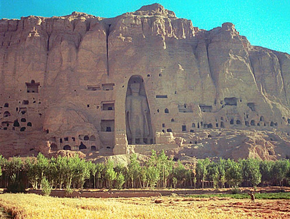 پوهاند باوری از جریان کار مجسمه های بودا دیدن کرد , افغان تراول afghantravelaf