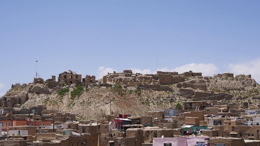 پانزده برج قلعۀ بالاحصار غزنی در آستانۀ فروریزی , افغان تراول afghantravelaf