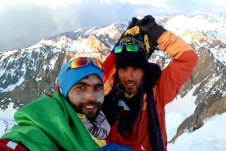 دو کوهنورد افغان در قلۀ شاه فولادی کوه بابا , افغان تراول afghantravelaf